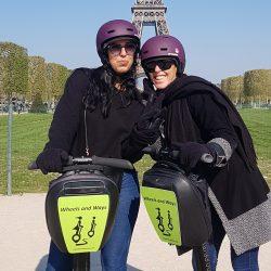 Arrêt photo devant la Tour Eiffel